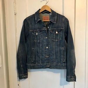 Levis women's jean jacket size M